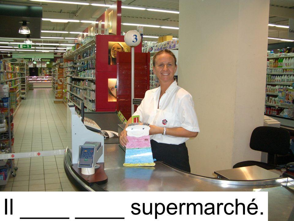Il ____ ____ supermarché.