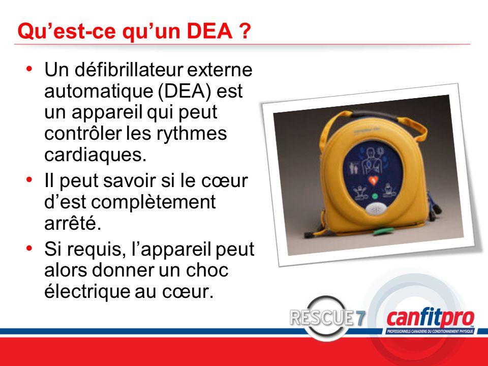 CPR Course Level 1 Quest-ce quun DEA ? Un défibrillateur externe automatique (DEA) est un appareil qui peut contrôler les rythmes cardiaques. Il peut