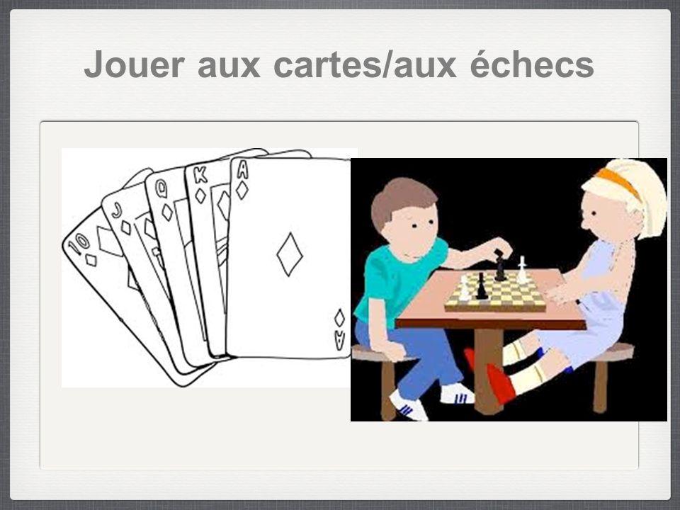 Jouer aux cartes/aux échecs