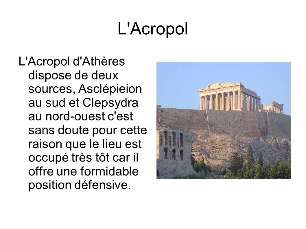 L Acropol L Acropol d Athères dispose de deux sources, Asclépieion au sud et Clepsydra au nord-ouest c est sans doute pour cette raison que le lieu est occupé très tôt car il offre une formidable position défensive.