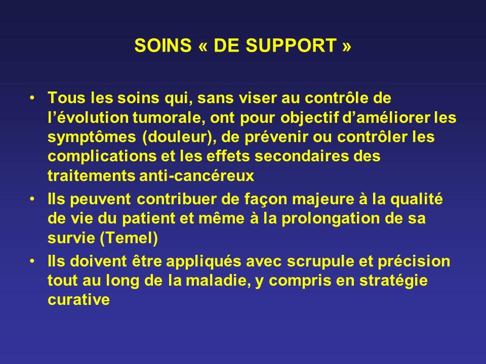 SOINS « DE SUPPORT » Tous les soins qui, sans viser au contrôle de lévolution tumorale, ont pour objectif daméliorer les symptômes (douleur), de préve