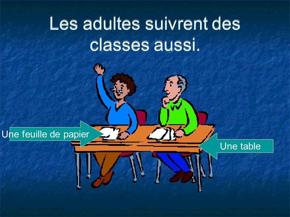 Les adultes suivrent des classes aussi. Une feuille de papier Une table
