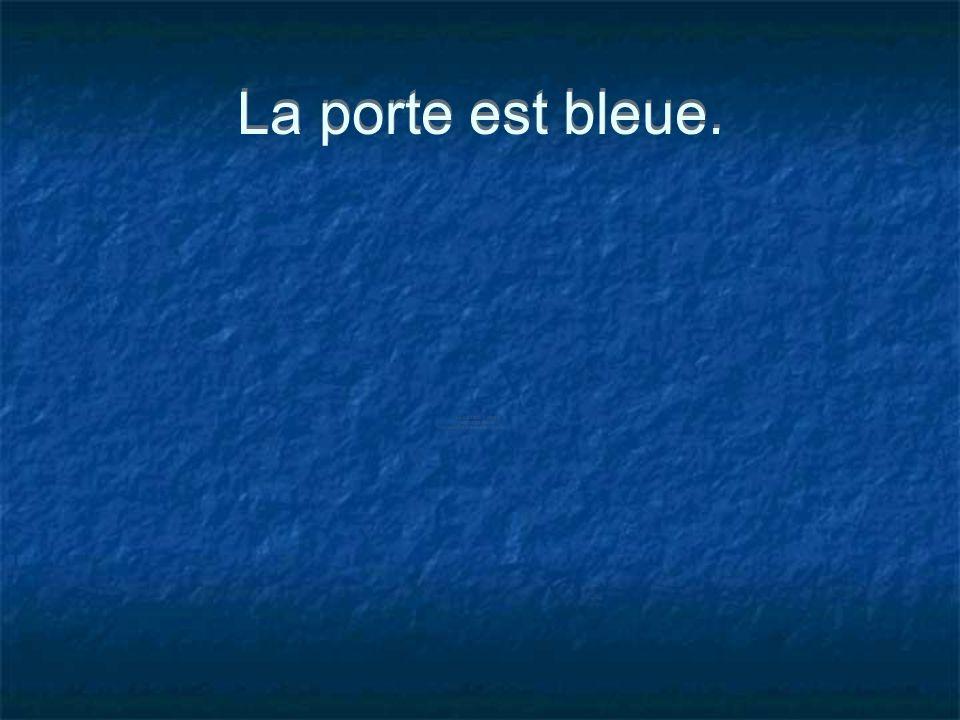 La porte est bleue.