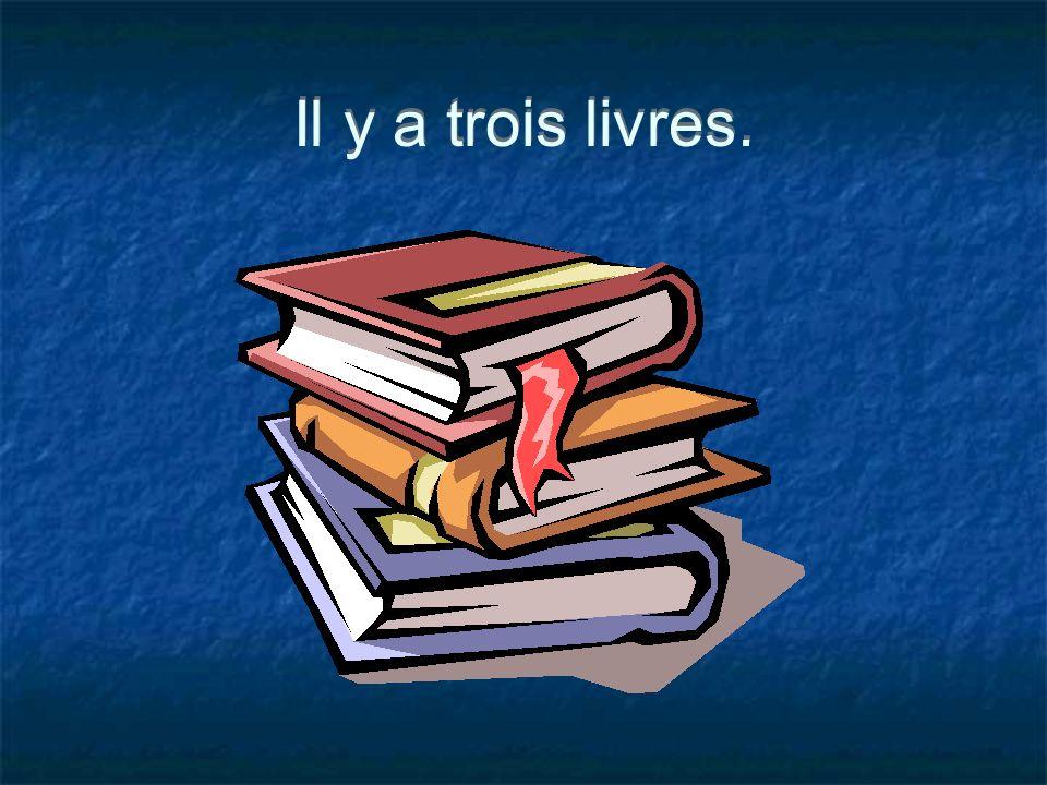 Il y a trois livres.
