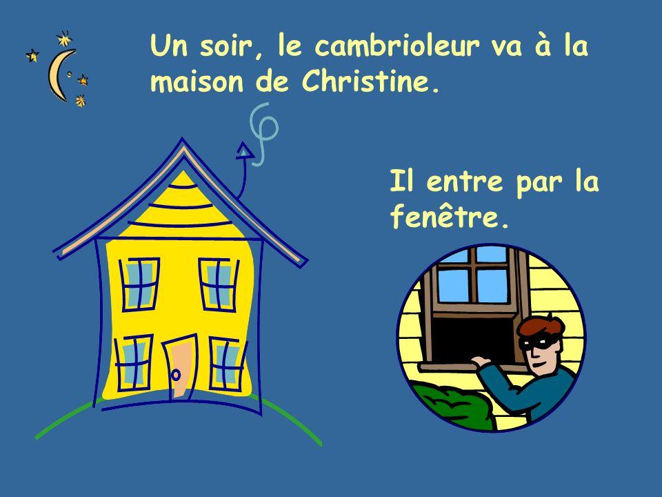Un soir, le cambrioleur va à la maison de Christine. Il entre par la fenêtre.