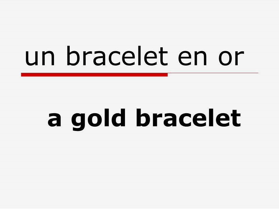 un bracelet en or a gold bracelet