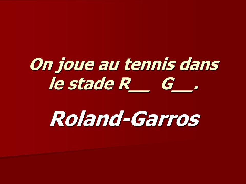 On joue au tennis dans le stade R__ G__. Roland-Garros
