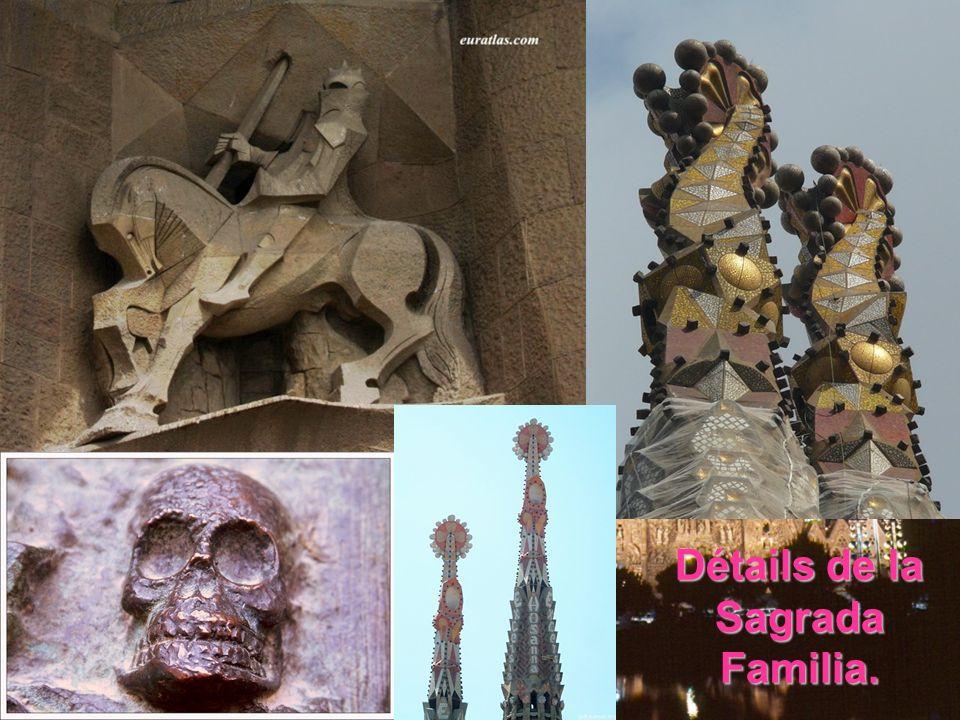 La Sagrada Familia… La construction de la cathédrale de la Sagrada Familia occupera Gaudi de 1883 jusqu'à sa mort en 1926 et, à partir de 1910, la plu