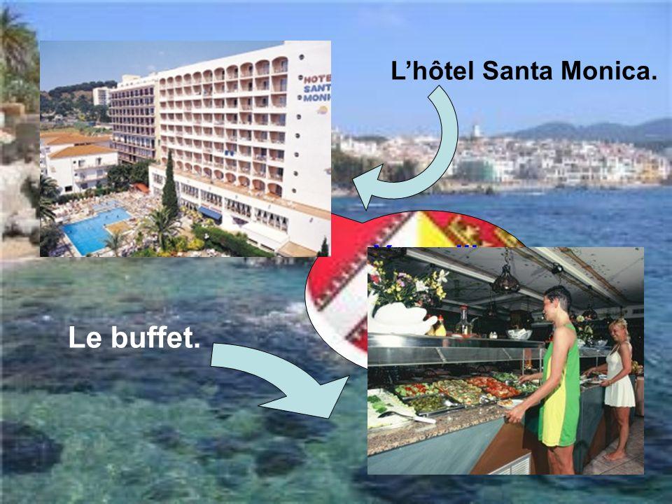Youupiii !!!!!!!!! Cest Calella!!! Lhôtel Santa Monica. Le buffet.