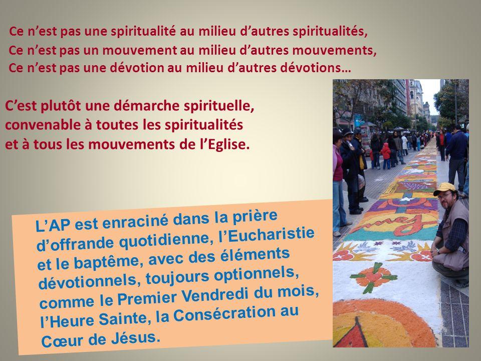 LAP est enraciné dans la prière doffrande quotidienne, lEucharistie et le baptême, avec des éléments dévotionnels, toujours optionnels, comme le Premi