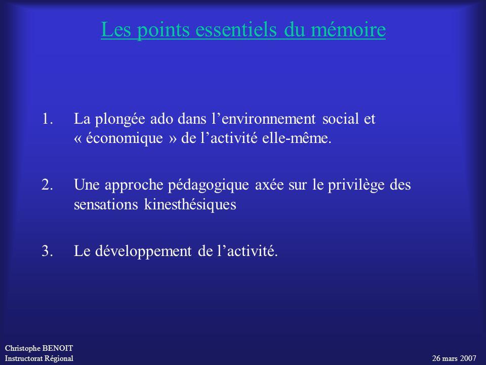 Christophe BENOIT Instructorat Régional 26 mars 2007 1.La plongée ado dans lenvironnement social et « économique » de lactivité elle-même. 2.Une appro