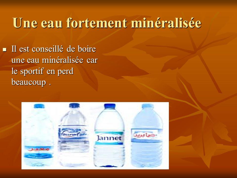 Une eau fortement minéralisée Il est conseillé de boire une eau minéralisée car le sportif en perd beaucoup. Il est conseillé de boire une eau minéral