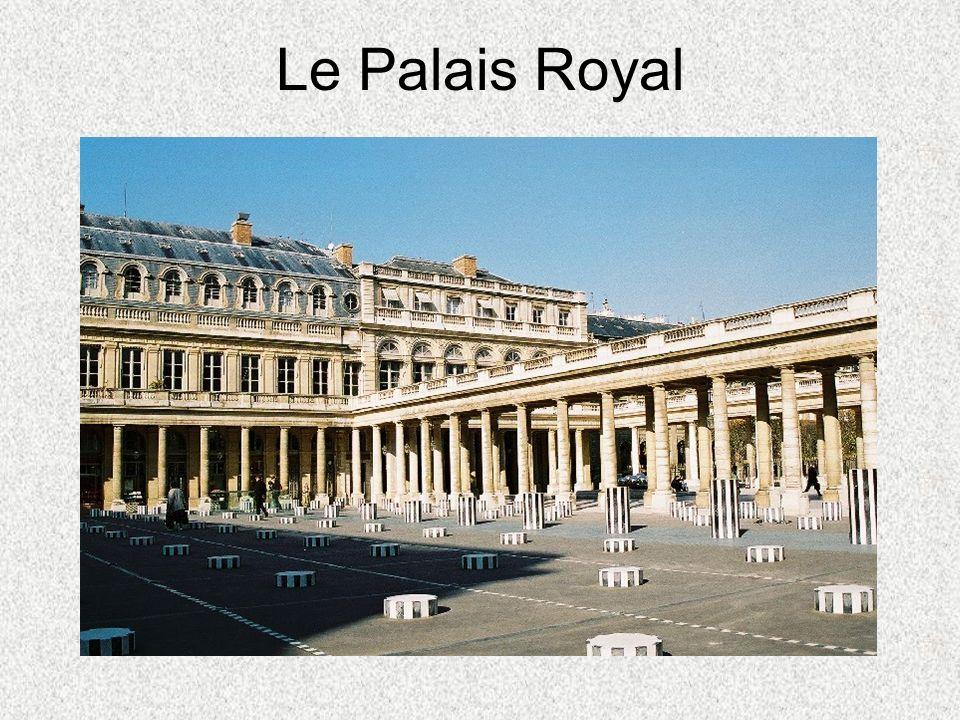 Louis XV le Bien-Aimé Il adorait la construction.