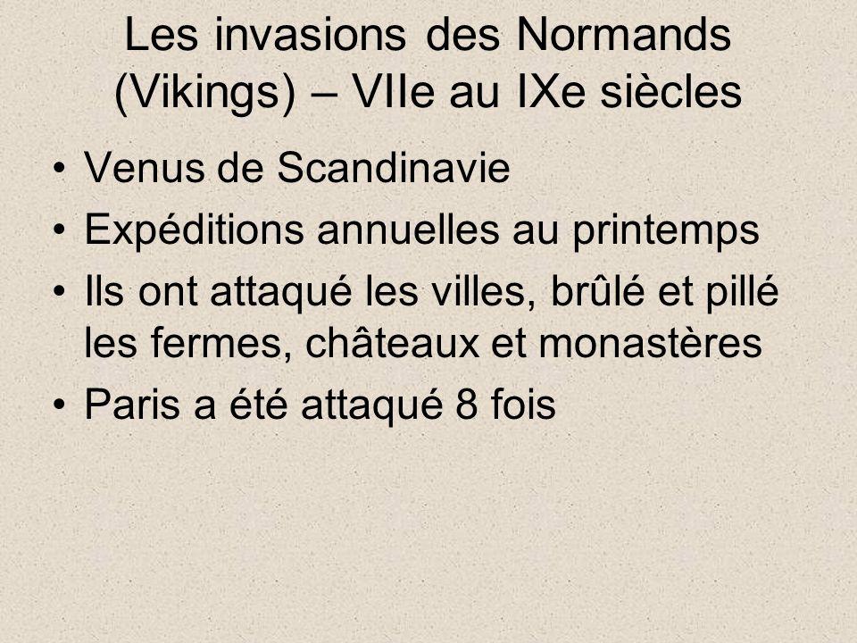 Les invasions des Normands (Vikings) – VIIe au IXe siècles Venus de Scandinavie Expéditions annuelles au printemps Ils ont attaqué les villes, brûlé et pillé les fermes, châteaux et monastères Paris a été attaqué 8 fois