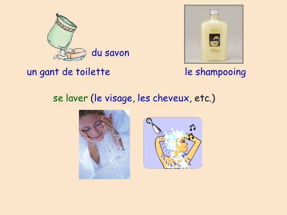 un gant de toilette se laver (le visage, les cheveux, etc.) le shampooing du savon