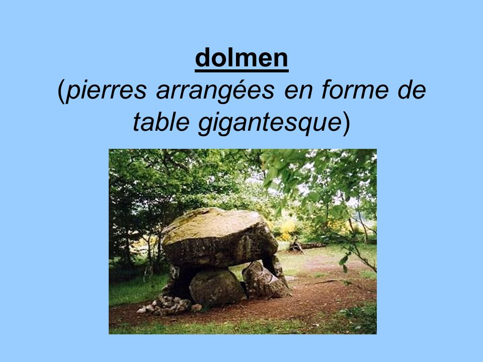 dolmen (pierres arrangées en forme de table gigantesque)