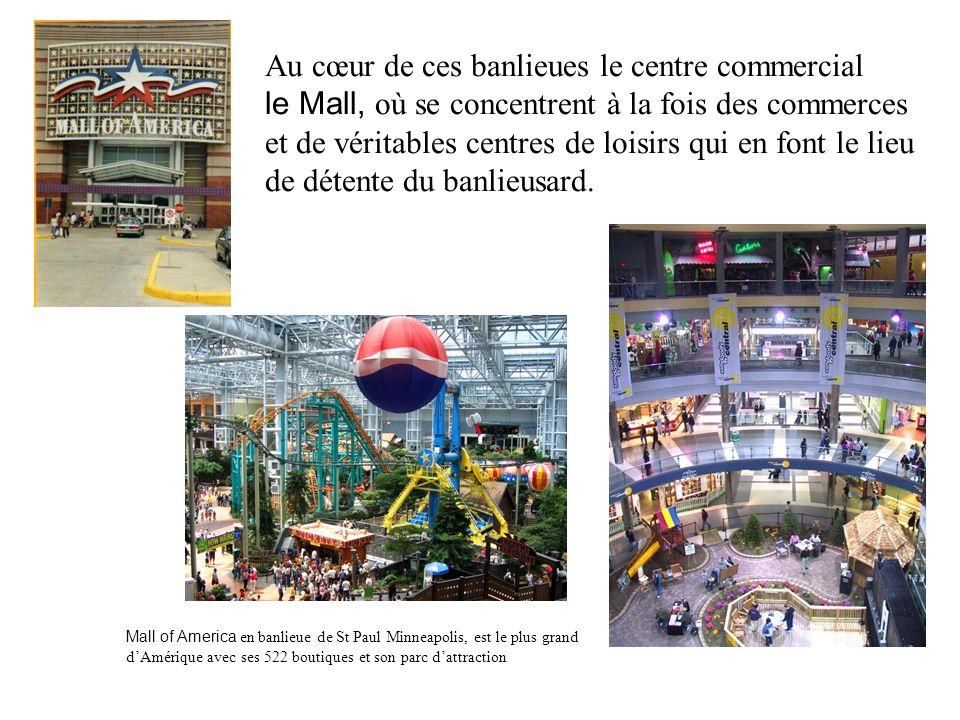 Au cœur de ces banlieues le centre commercial le Mall, où se concentrent à la fois des commerces et de véritables centres de loisirs qui en font le li