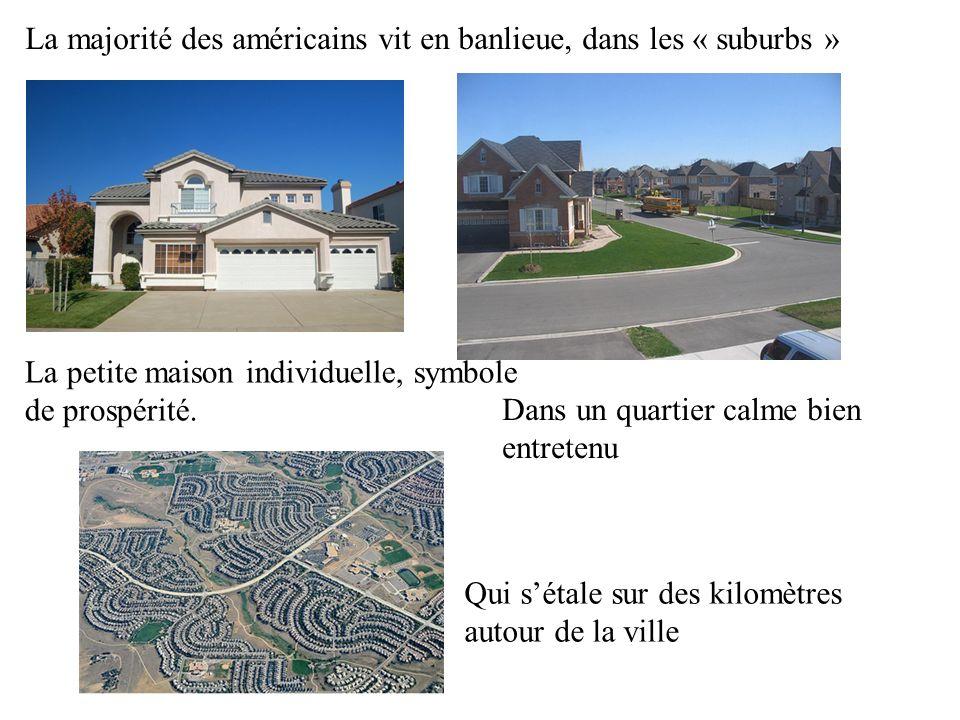 La majorité des américains vit en banlieue, dans les « suburbs » La petite maison individuelle, symbole de prospérité. Dans un quartier calme bien ent