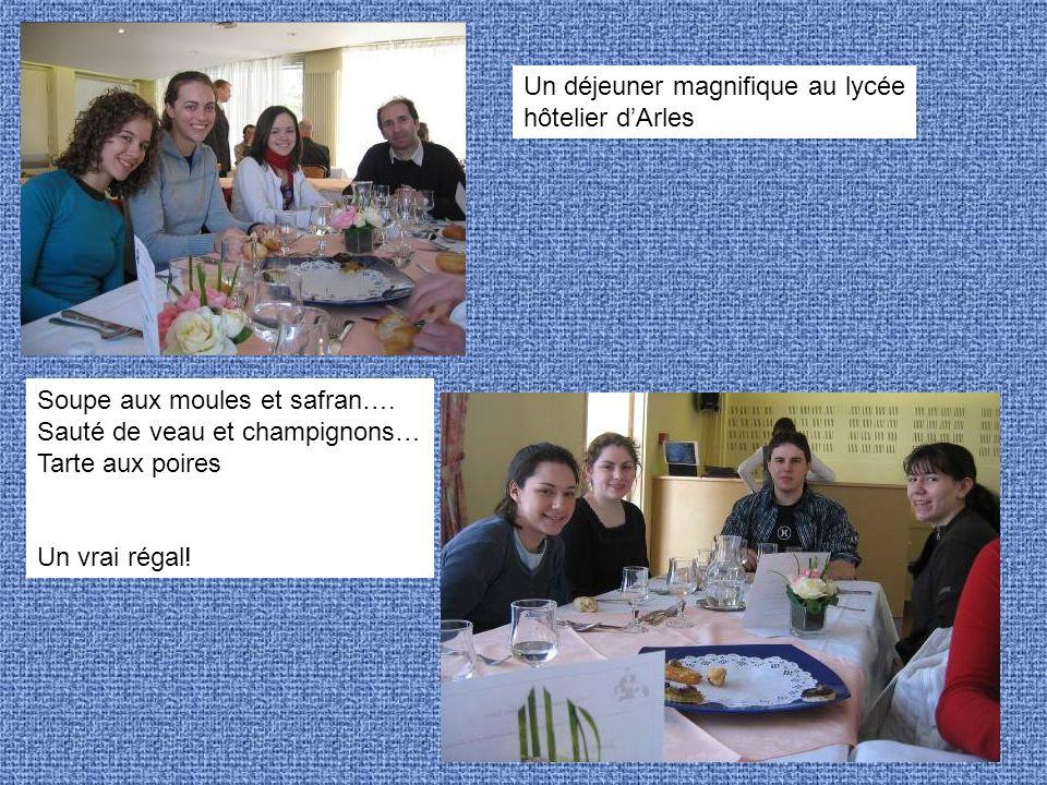 Un déjeuner magnifique au lycée hôtelier dArles Soupe aux moules et safran…. Sauté de veau et champignons… Tarte aux poires Un vrai régal!