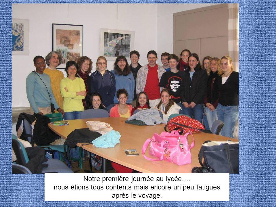 Notre première journée au lycée…. nous étions tous contents mais encore un peu fatigues après le voyage.