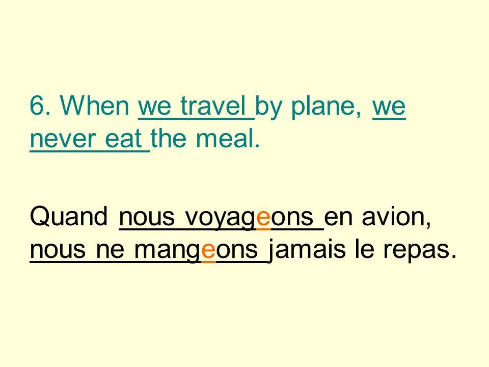 Quand nous voyageons en avion, nous ne mangeons jamais le repas.