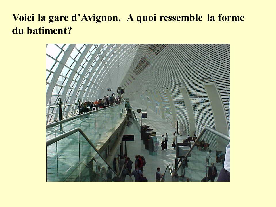 Voici la gare dAvignon. A quoi ressemble la forme du batiment?