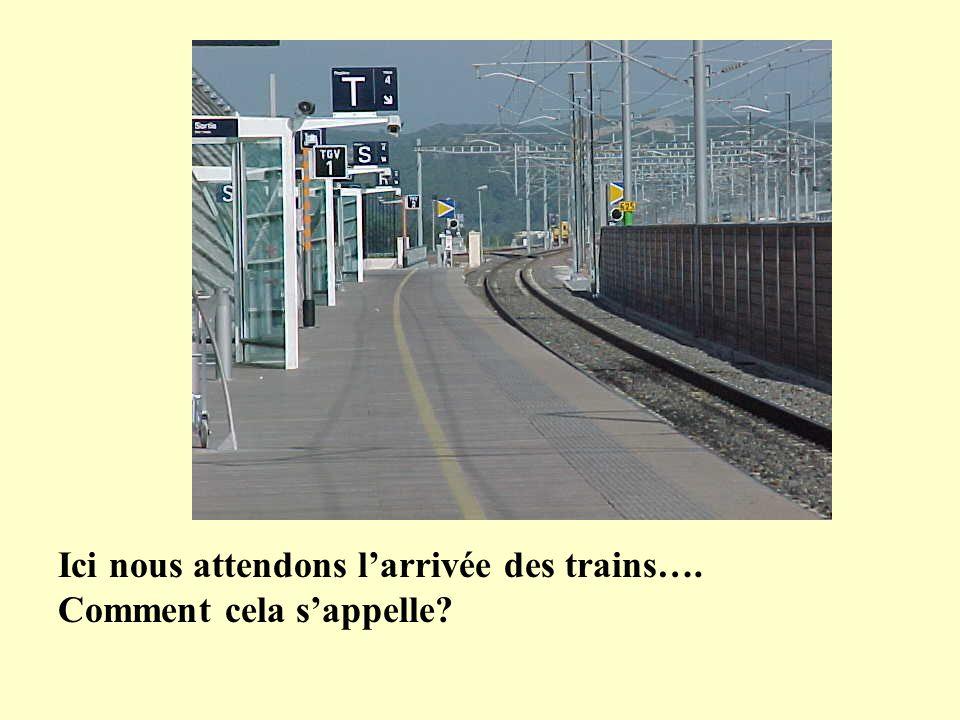 Ici nous attendons larrivée des trains…. Comment cela sappelle