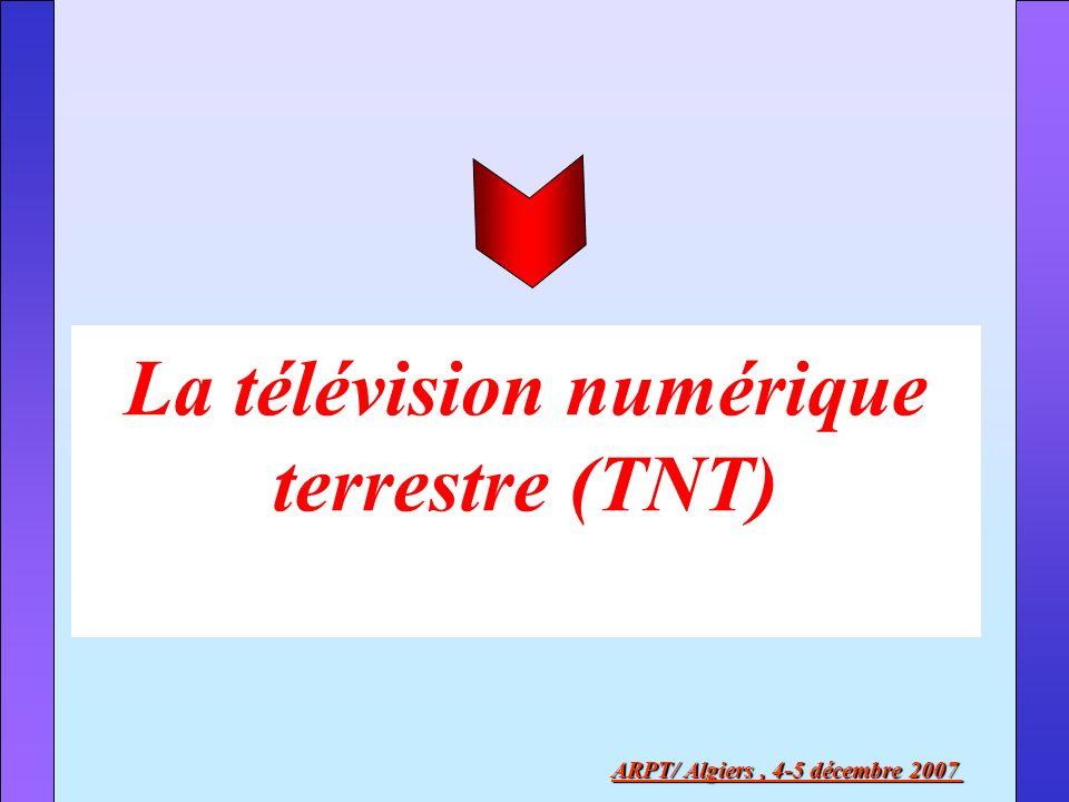 La télévision numérique Terrestre TNT La TNT est un mode de diffusion terrestre de télévision dans lequel les signaux vidéo, audio et des données sont numérisés puis multiplexés avant dêtre diffusés via les ondes électromagnétiques.