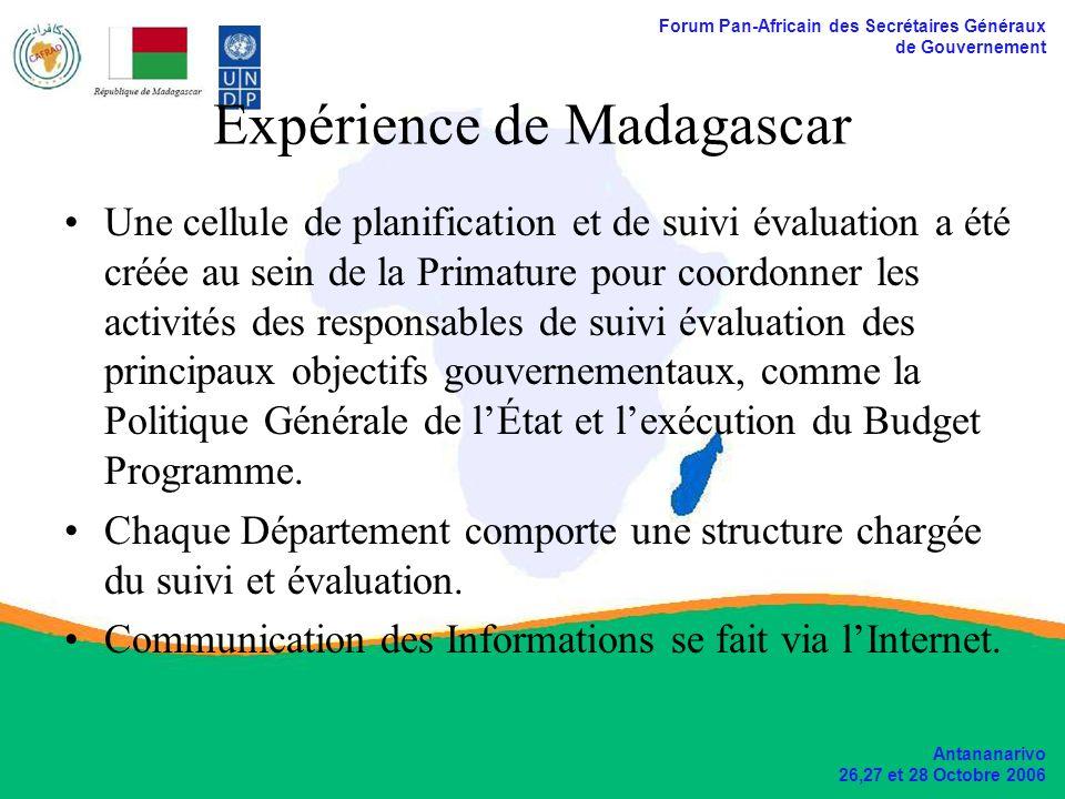Forum Pan-Africain des Secrétaires Généraux de Gouvernement Antananarivo 26,27 et 28 Octobre 2006 Expérience de Madagascar Une cellule de planification et de suivi évaluation a été créée au sein de la Primature pour coordonner les activités des responsables de suivi évaluation des principaux objectifs gouvernementaux, comme la Politique Générale de lÉtat et lexécution du Budget Programme.
