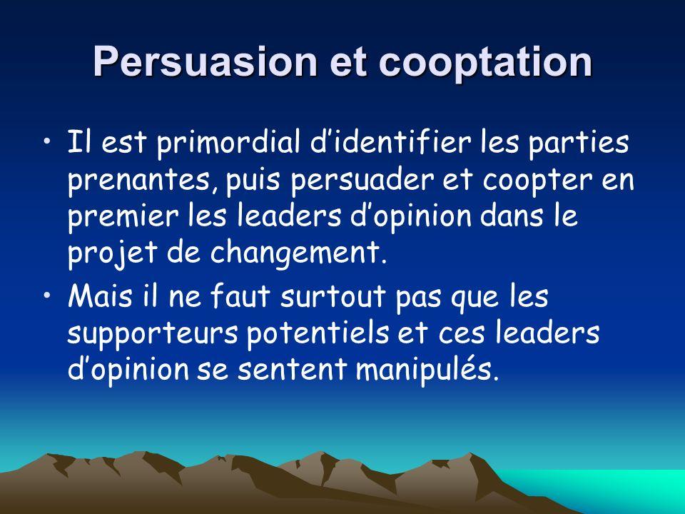 Persuasion et cooptation Il est primordial didentifier les parties prenantes, puis persuader et coopter en premier les leaders dopinion dans le projet de changement.