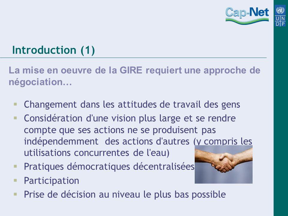 Introduction (1) La mise en oeuvre de la GIRE requiert une approche de négociation… Changement dans les attitudes de travail des gens Considération d'