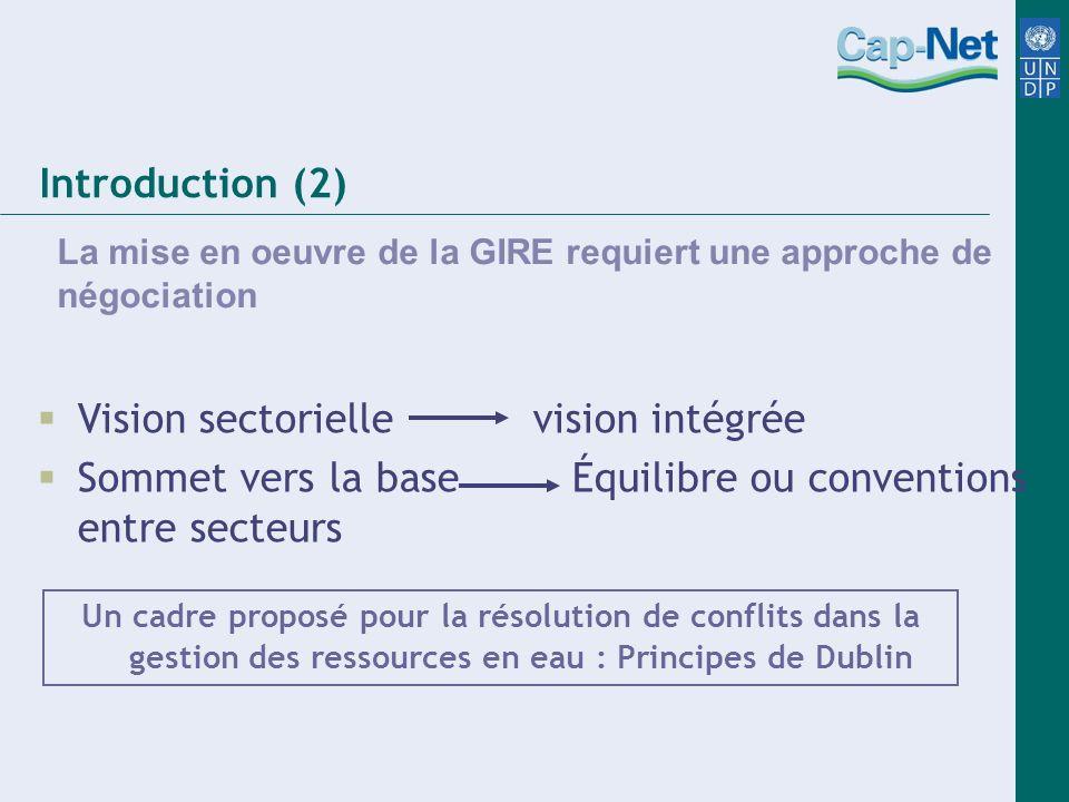 Introduction (2) La mise en oeuvre de la GIRE requiert une approche de négociation Vision sectorielle vision intégrée Sommet vers la base Équilibre ou