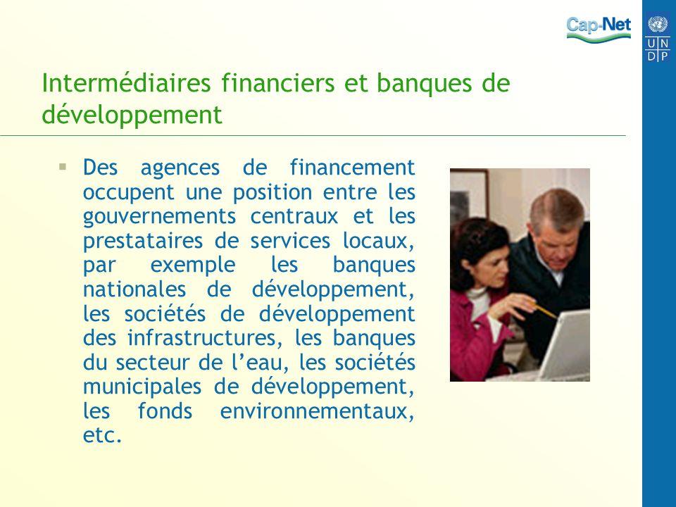 Intermédiaires financiers et banques de développement Des agences de financement occupent une position entre les gouvernements centraux et les prestat