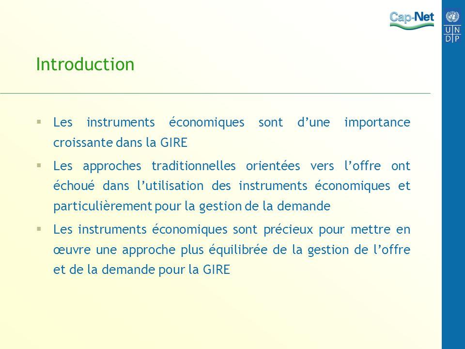 Introduction Les instruments économiques sont dune importance croissante dans la GIRE Les approches traditionnelles orientées vers loffre ont échoué d