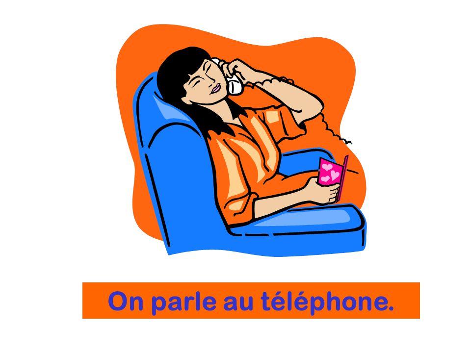 On parle au téléphone.