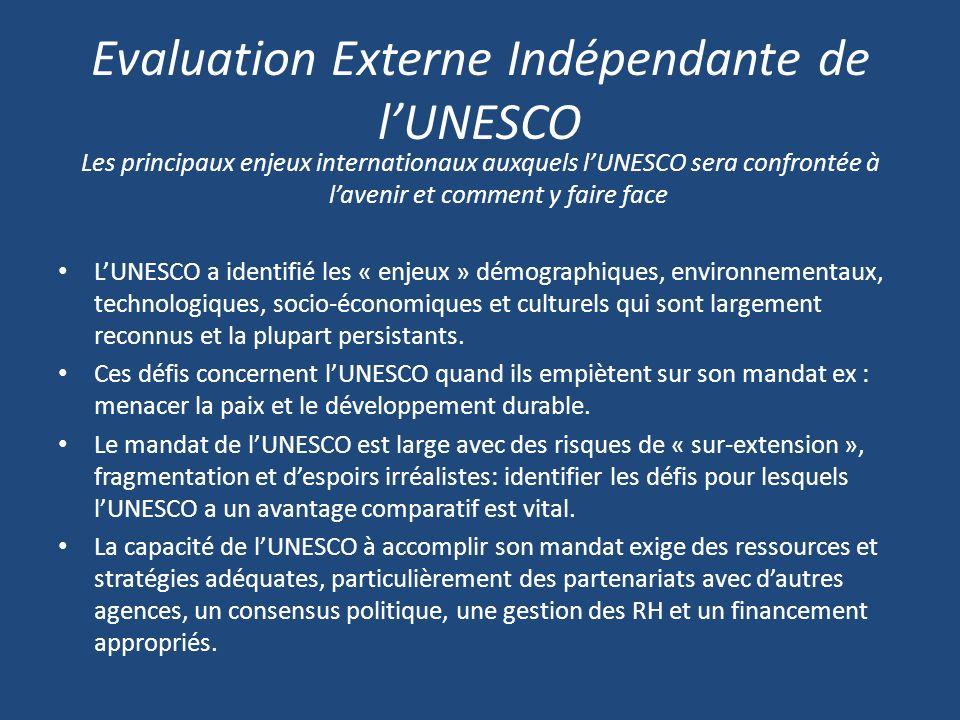 Evaluation Externe Indépendante de lUNESCO Les principaux enjeux internationaux auxquels lUNESCO sera confrontée à lavenir et comment y faire face LUNESCO a identifié les « enjeux » démographiques, environnementaux, technologiques, socio-économiques et culturels qui sont largement reconnus et la plupart persistants.