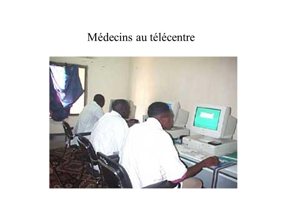 Hommes dAffaires au Télécentre Préparation facturation Consultation Émail