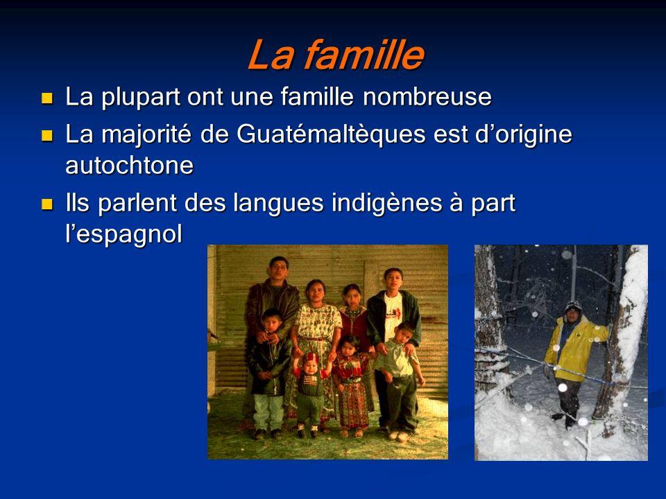 La famille La plupart ont une famille nombreuse La plupart ont une famille nombreuse La majorité de Guatémaltèques est dorigine autochtone La majorité