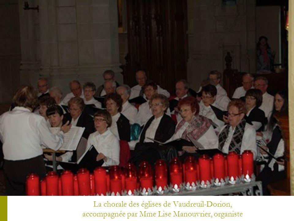 La chorale des églises de Vaudreuil-Dorion, accompagnée par Mme Lise Manouvrier, organiste