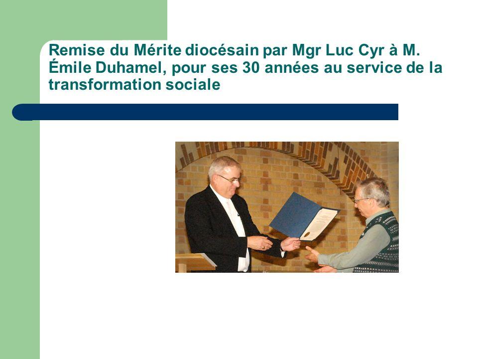 Remise du Mérite diocésain par Mgr Luc Cyr à M.