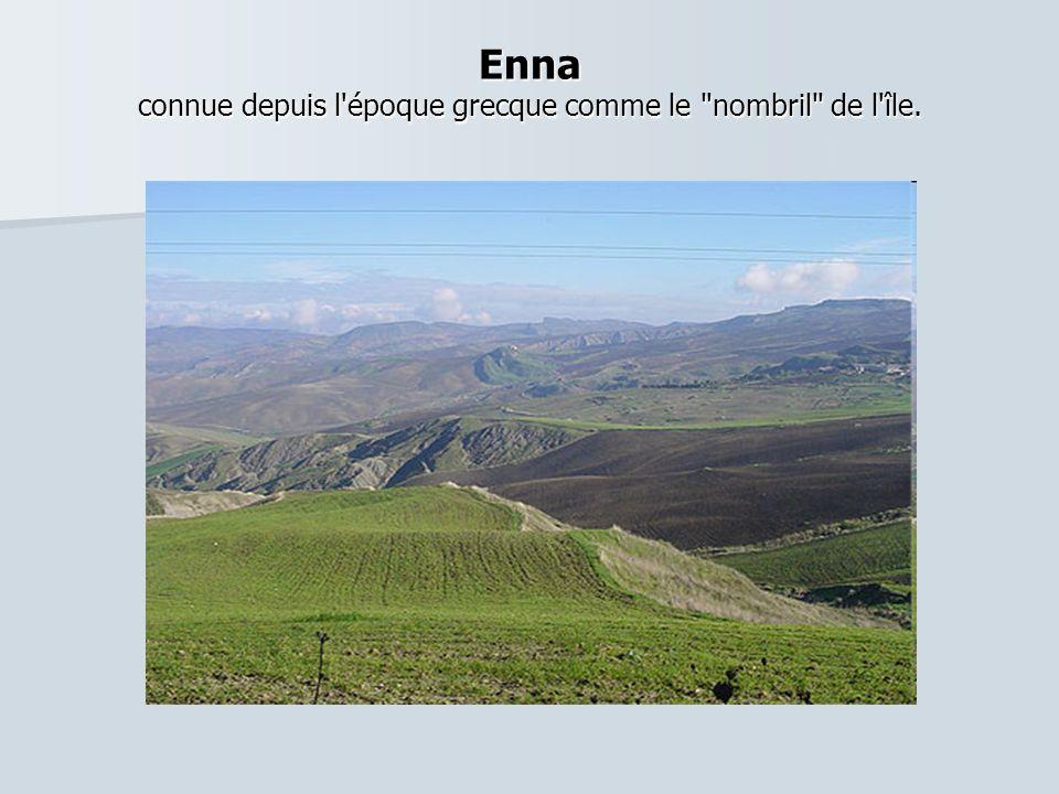 Enna connue depuis l époque grecque comme le nombril de l île.