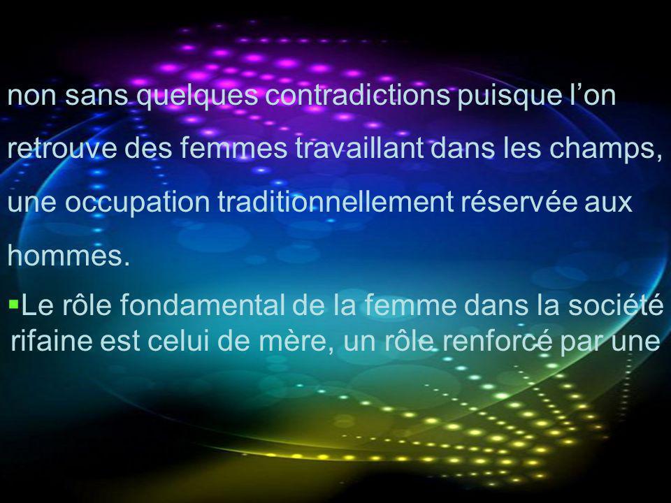 non sans quelques contradictions puisque lon retrouve des femmes travaillant dans les champs, une occupation traditionnellement réservée aux hommes. L