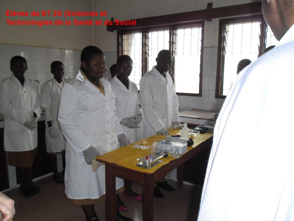Extension à partir de 2013-2014 Le ministère de lÉducation nationale du Cameroun a accordé louverture - dune troisième filière, le BAC F7 (Sciences et Techniques Biologiques et Médicosanitaires, option Biologie Appliquée = BIOLAB).