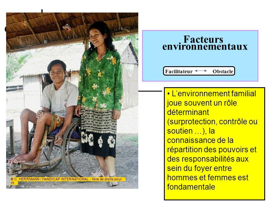 Facteurs environnementaux Facilitateur Obstacle Une famille est un facilitateur majeur Shtimë, Kosovo, 11.04.02