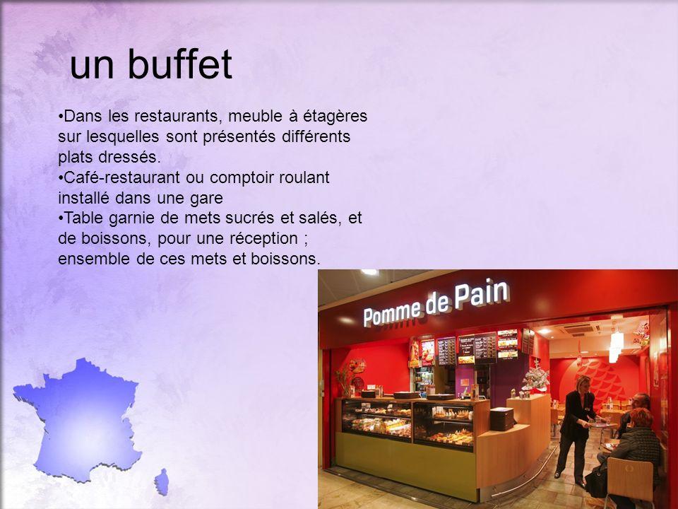 un buffet Dans les restaurants, meuble à étagères sur lesquelles sont présentés différents plats dressés. Café-restaurant ou comptoir roulant installé