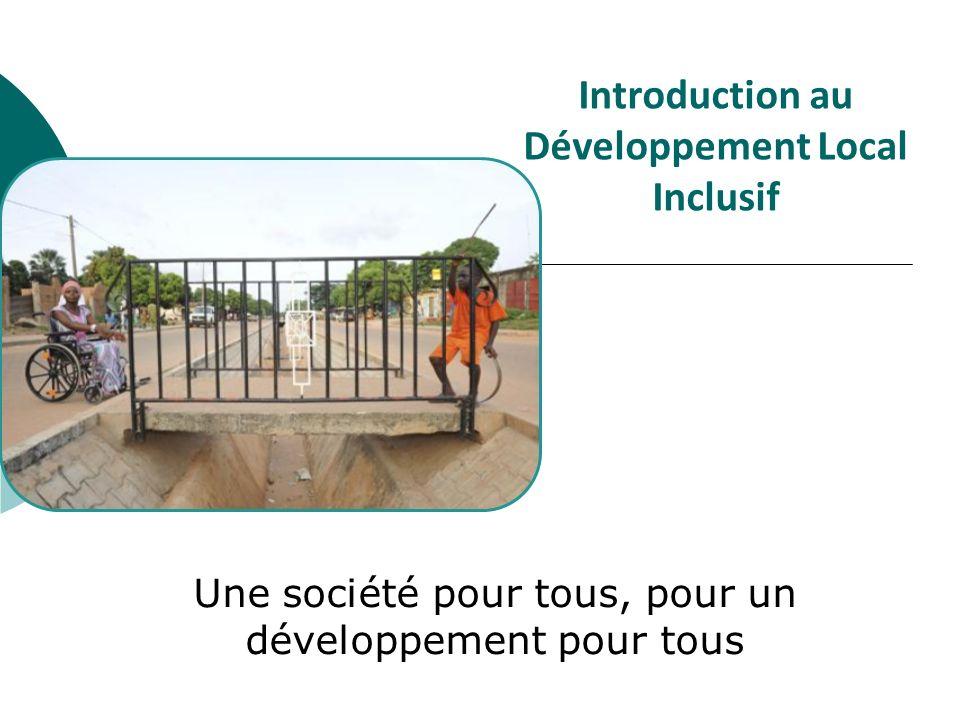 Le développement inclusif: définition Le développement inclusif est un processus basé sur les droits de lhomme qui promeut légalité et la participation du plus grand nombre, et en particulier des groupes confrontés à la discrimination et à lexclusion Il garantit que les personnes handicapées sont reconnues comme des membres de la société à part entière et à droits égaux, impliqués et contribuant au processus de développement pour tous Le développement inclusif peut être mis en oeuvre au niveau local et national La CIDPH est le texte de droit de référence pour guider la mise en œuvre dun développement inclusif des personnes handicapées (vision: société inclusive; mise en œuvre: développement inclusif) Le développement inclusif est indispensable afin de tenir les engagements pris par les Etats au titre des Objectifs du Millénaire pour le Développement