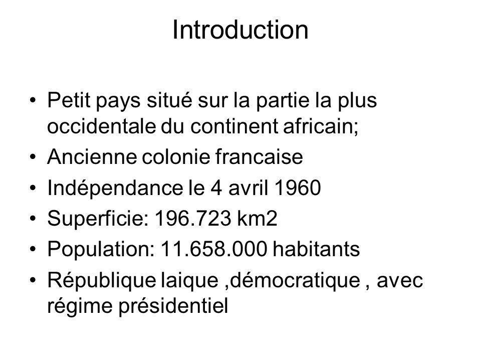 Introduction Petit pays situé sur la partie la plus occidentale du continent africain; Ancienne colonie francaise Indépendance le 4 avril 1960 Superficie: 196.723 km2 Population: 11.658.000 habitants République laique,démocratique, avec régime présidentiel