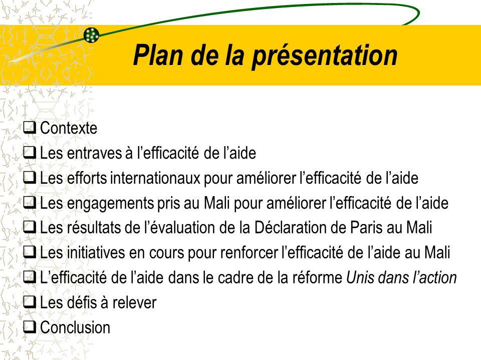 Lefficacité de laide, dans le cadre de la réforme Unis dans laction Ainsi les objectifs de la réforme recoupent ceux de la Déclaration de Paris et de la SCAP, à savoir: mettre en œuvre de nouvelles modalités de travail et de collaboration basées sur la programmation concertées et lalignement, lharmonisation, la division du travail et la complémentarité ; adopter une stratégie globale de financement du CSCRP et des actions additionnelles afin daccélérer latteinte des OMD; assurer un dialogue avec le Gouvernement basé sur un cadre conjoint de suivi tout en respectant le principe de dappropriation.