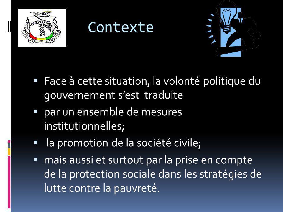 Contexte Face à cette situation, la volonté politique du gouvernement sest traduite par un ensemble de mesures institutionnelles; la promotion de la société civile; mais aussi et surtout par la prise en compte de la protection sociale dans les stratégies de lutte contre la pauvreté.