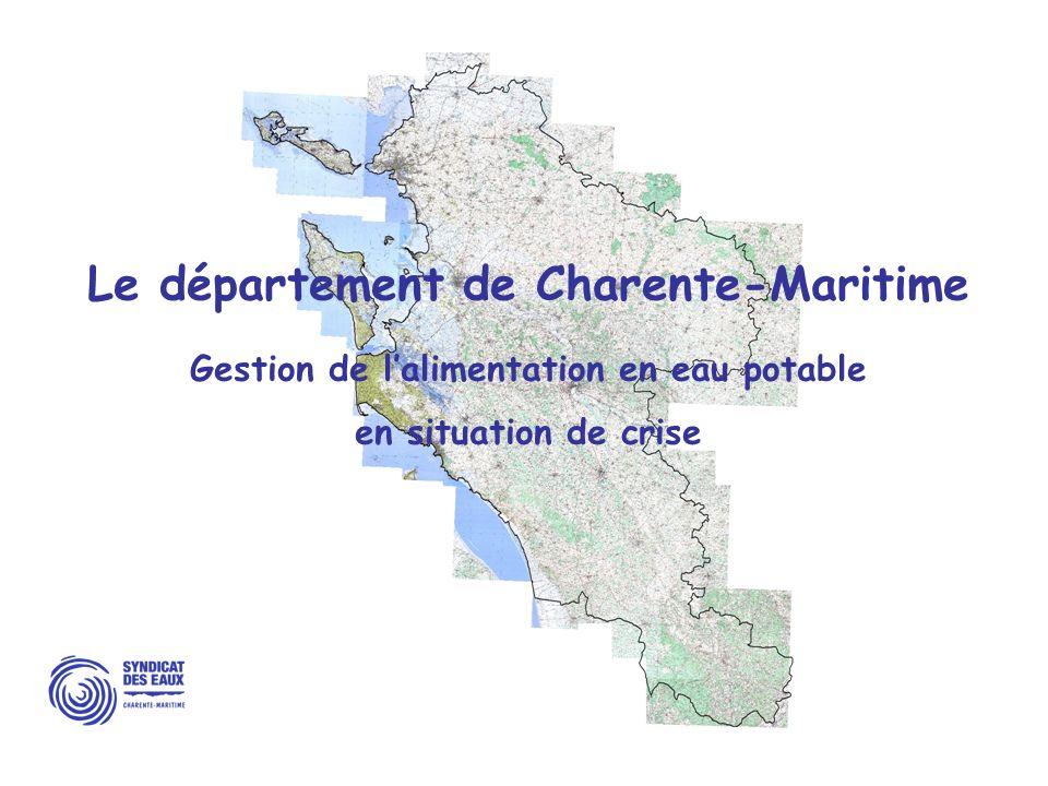LE SYNDICAT DES EAUX DE LA CHARENTE MARITIME Service public de leau à léchelle départementale 466 communes (sur 472) adhèrent au Syndicat pour lalimentation en eau potable Patrimoine 12 000 kms de réseau 230 réservoirs deau potable 63 captages